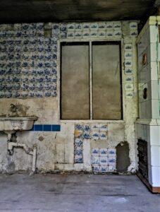 Wnętrze podemontażu ścianki działowej