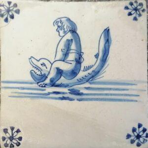 Chłopiec (tryton) jadący narybie, XVII w, Delft