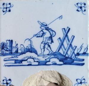 Fliza pejzażowa zpastuszkiem, ornament narożnikowy typu pająk, Amsterdam Ip. XVIII w.